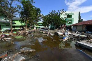 Sóng thần ở đảo Sulawesi tàn phá bờ biển ở Indonesia