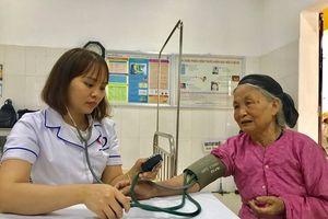 Việt Nam có tốc độ già hóa dân số nhanh nhất thế giới, đối diện với gánh nặng bệnh tật kép