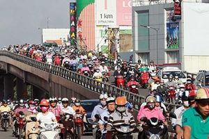 Hai xế hộp đối đầu trên cầu và câu chuyện văn hóa giao thông