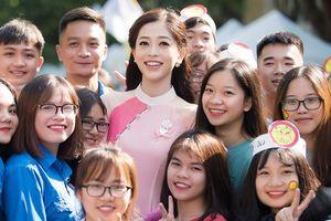 Á hậu Phương Nga giao lưu với sinh viên trước ngày lên đường thi 'Hoa hậu Hòa bình Quốc tế 2018'