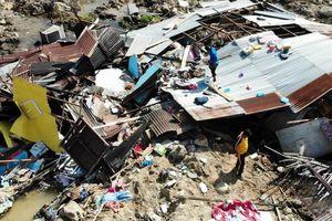 Hạnh phúc lóe lên từ đống đổ nát sau thảm họa ở Indonesia