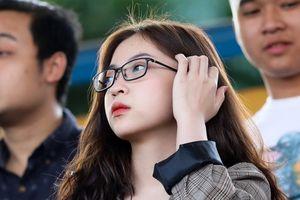 Bạn gái Quang Hải đẹp dịu dàng chứng kiến người yêu lên ngôi vô địch