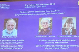 Nhà khoa học 96 tuổi đoạt giải Nobel Vật lý 2018