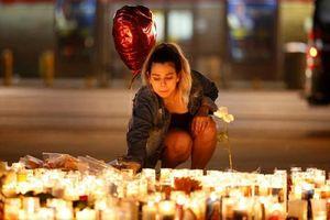 Tưởng niệm các nạn nhân trong vụ xả súng đẫm máu nhất lịch sử nước Mỹ