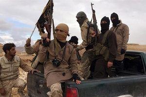Phiến quân bất ngờ diễu binh rầm rộ ngay sát Aleppo, thách thức Nga-Thổ