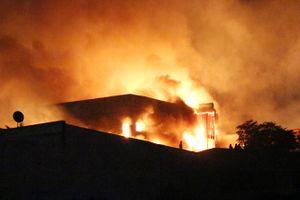 Công ty sản xuất đồ gỗ tỉnh Bình Dương bị thiêu rụi hoàn toàn sau tiếng nổ lớn