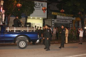 Nghi phạm ôm lựu đạn cố thủ suốt 14 giờ đã bị bắt