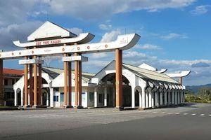 Những công trình hoang phí: Hoang tàn 'cổng chào' trên QL9