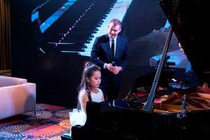 Nghệ sĩ quốc tế bất ngờ trước tài chơi piano của bé gái 9 tuổi người Việt