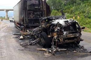 Đường tránh Nam Hải Vân bị phong tỏa vì cháy xe container