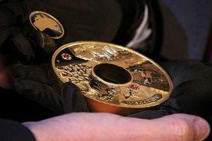 Chiêm ngưỡng đồng tiền vàng nạm kim cương trị giá 2,5 triệu USD