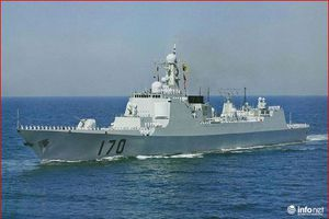 Hé lộ tình tiết nguy hiểm khi tàu chiến Mỹ - Trung chạm trán ở Biển Đông