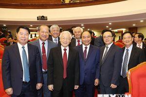 Hình ảnh lãnh đạo Đảng, Nhà nước với các đại biểu dự Hội nghị TW 8