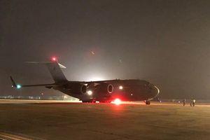 Máy bay cất cánh, đưa chiến sỹ gìn giữ hòa bình sang Nam Sudan