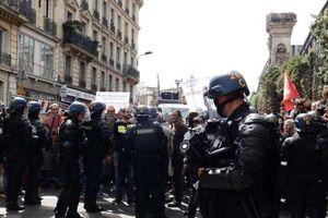 Hàng trăm cảnh sát Pháp tham gia chiến dịch khám xét trụ sở một tổ chức Hồi giáo