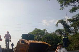 Nguyên nhân vụ tàu hỏa tông xe tải khiến 5 người bị thương