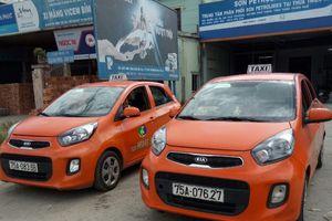 Xứ Huế ngăn chặn khẩn cấp xe taxi Hoàng Sa để xử lý đơn kiện