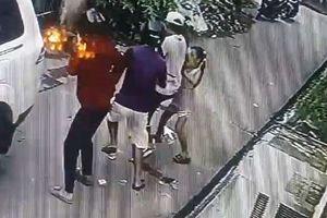 Bé gái dũng cảm đối đầu với những tên trộm 'to con', có súng khi thấy cha bị cướp