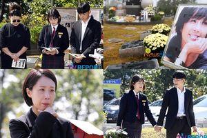 Kỷ niệm 10 năm ngày mất của diễn viên Choi Jin Sil: Con trai - con gái nói nhớ mẹ, đồng nghiệp bất giác rơi lệ bên mộ