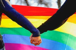 Bí mật đằng sau những vụ tử tử đồng loạt của người song tính, đồng tính, chuyển giới