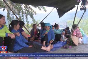 Người dân vẫn tiếp tục chặn xe chở quặng ở Lào Cai