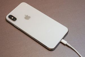 Apple sẽ sửa lỗi iPhone Xs, Xs Max không sạc khi tắt màn hình