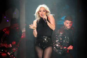 Fan của Lady Gaga tìm cách dìm phim 'Venom'