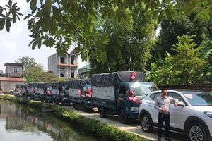 Dàn xe tải rước dâu ở Hà Nội thu hút sự chú ý