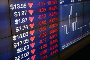 Dow Jones lập kỷ lục, chứng khoán châu Âu chìm trong sắc đỏ do mâu thuẫn EU - Italia