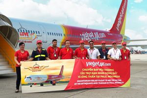 Hàng cứu trợ của Vietjet Air đến với nạn nhân động đất, sóng thần Indonesia