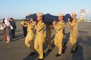 Nhân viên không lưu Indonesia hy sinh tính mạng cứu máy bay