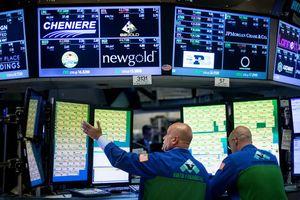 Tăng hơn 100 điểm, Dow Jones lập kỷ lục mới phiên thứ 14 trong năm 2018