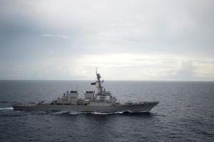 Tàu chiến Trung Quốc 'đối diện' với tàu chiến Mỹ chỉ vài chục mét trên biển Đông