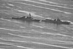 Chùm ảnh: Chiến hạm Mỹ-Trung tiếp cận nguy hiểm trên Biển Đông