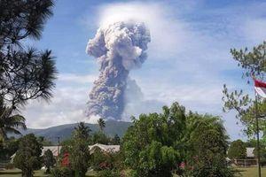 Núi lửa phun cột khói cao 4.000 m vài ngày sau thảm họa động đất, sóng thần ở Indonesia