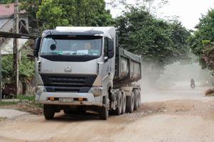 Đường hỏng nặng vẫn 'oằn mình' gánh xe tải trọng lớn