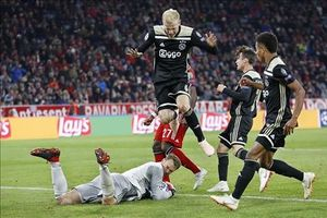 Bị Ajax cầm hòa, Bayern tiếp tục chuỗi ngày thất vọng