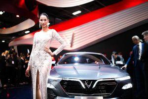 Á hậu Hoàng Thùy lộng lẫy trong buổi ra mắt xe VinFast tại Pháp