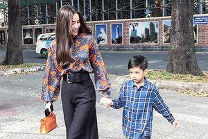 Chuyện showbiz: Cường Đô la chăm sóc con trai trong lúc Hà Hồ bận việc