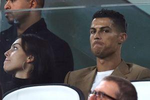 Kết quả Cúp C1: Ronaldo trầm ngâm trên khán đài nhìn Juventus chiếm ngôi đầu của MU