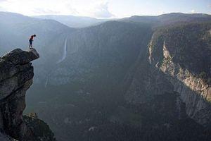 Tay không leo núi ngàn mét