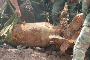 Phát hiện quả bom nặng 220kg trong khuôn viên 1 công ty