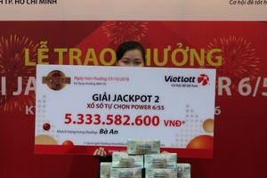 Trao 5,3 tỷ cho người phụ nữ ở TPHCM trúng Vietlott