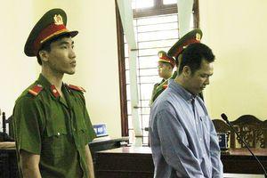 Kẻ sát hại người tình đang mang thai quỳ gối xin mẹ nạn nhân tha thứ tại tòa