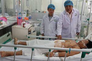 Hai bệnh viện hợp lực cứu bệnh nhân bị cưa máy cắt ngang vào bụng