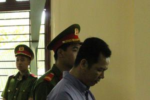 Bị cáo quỳ tại phiên tòa để xin mẹ nạn nhân tha tội