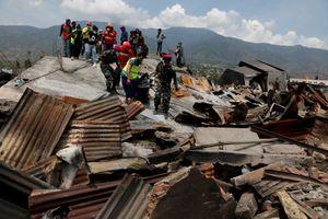 Vừa trải qua động đất, sóng thần, người dân Indonesia hoang mang vì tin thất thiệt