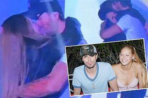 Enrique Iglesias hôn fan nữ sau gần 1 năm Anna Kournikova sinh con