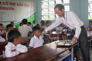 Thầy giáo mắc bệnh hiểm nghèo mang cả 'gia tài' đi xây bếp ăn cho học sinh vùng cao