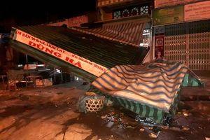 Tông sập nhà dân trong đêm rồi lái xe bỏ trốn